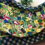 Agnetas stora och färgsprakande täcke av tyger från Afrika.