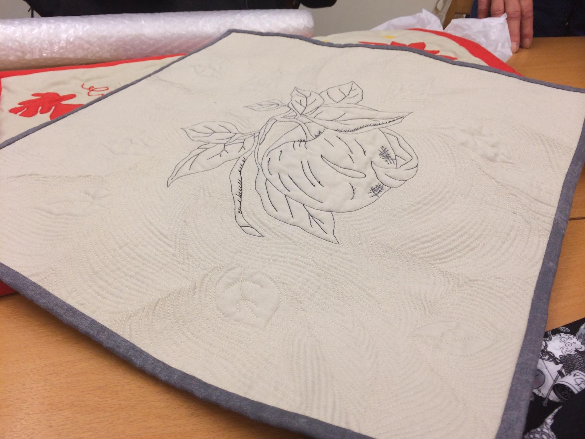 Ännu en vacker quilt med blomstermotiv gjord av Hillevi.